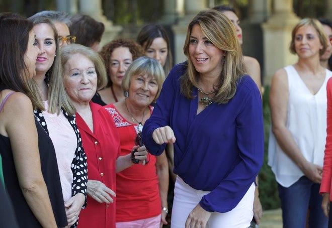 Susana Díaz, en los jardines de San Telmo con integrantes del Consejo de Participación de las Mujeres.