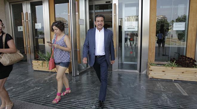 Francisco Martínez a la salida de los juzgados durante una investigación en su contra.