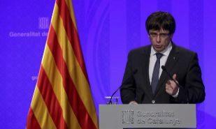 El presidente de la Generalitat, Carles Puigdemont, en rueda de...