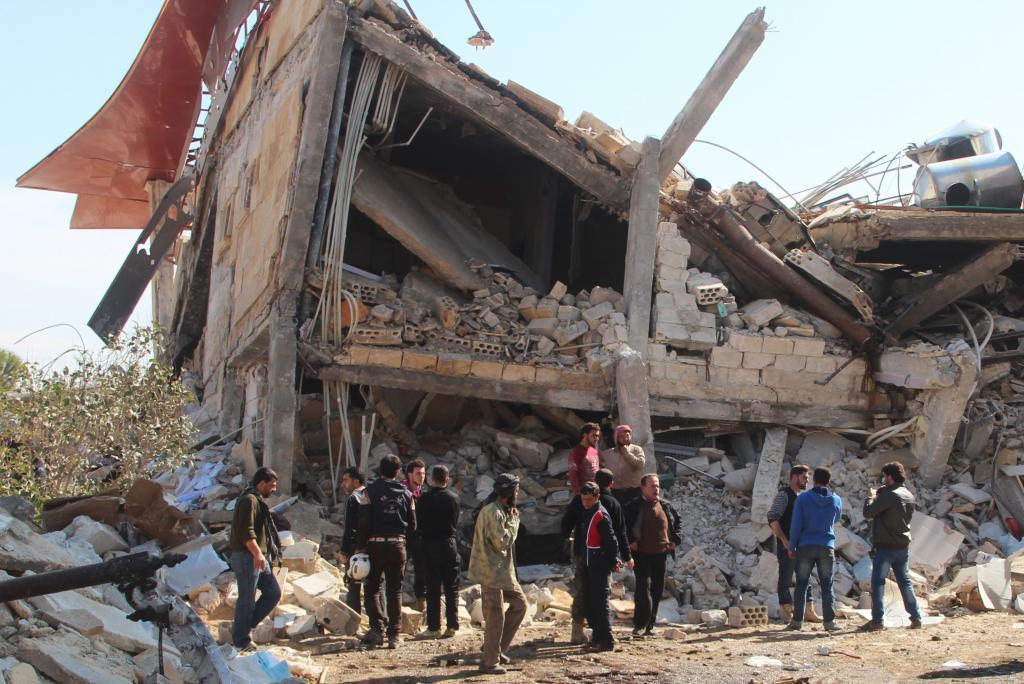 Escombros de lo que fue un hospital gestionado por Médicos Sin Fronteras y destruido por bombardeos en Idlib.