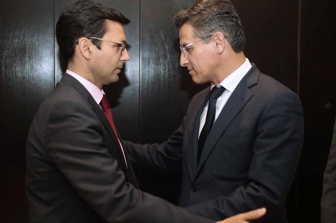 Francisco Cuenca y Luis Salvador, en el pleno por el que fue investido alcalde el primero.