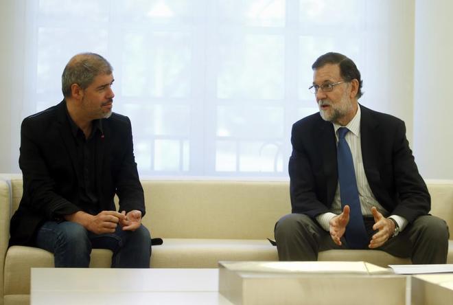 El secretario general de CCOO, Unai Sordo, con Mariano Rajoy durante una reunión en Moncloa.