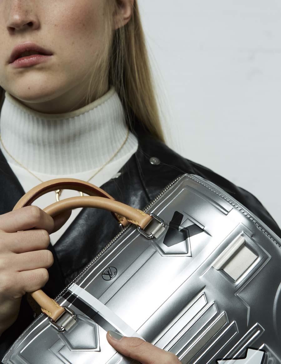 Cazadora de piel, jersey y bolso Speedy (1.500 euros), de Louis...