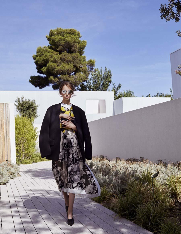 Americana oversize (950 euros) y vestido  (842 euros), de Dries Van...
