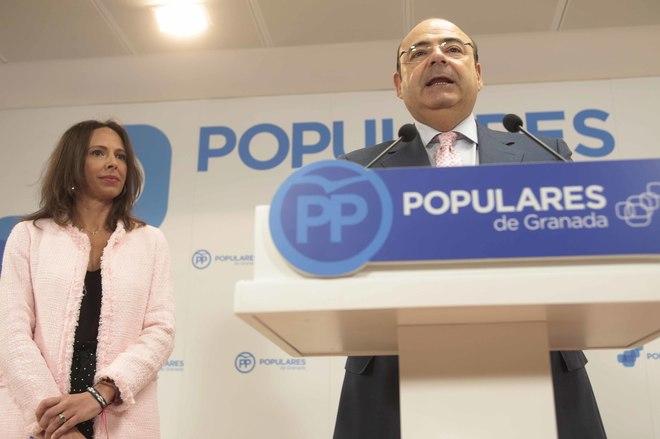 Sebastián Pérez y Rocío Díaz, durante la rueda de prensa ofrecida este viernes en Granada.