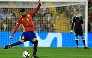 Piqué, durante el partido ante Albania en Alicante.