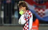 Luka Modric se lamenta tras el empate en el último minuto ante Finlandia.