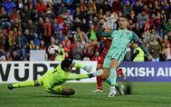 Cristiano Ronaldo marca el primer gol de Portual ante Andorra.