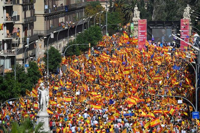Una imagen de la manifestación organizada por Societat Civil catalana, hoy, en Barcelona.