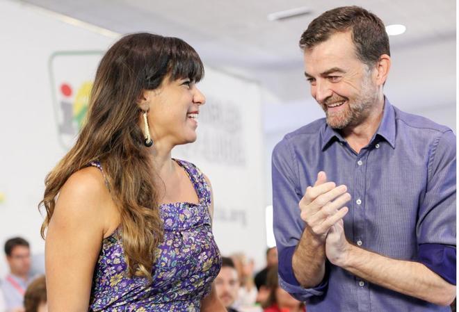 Antonio Maíllo, junto a Teresa Rodríguez este domingo tras ser reelegido líder de IU-CA.