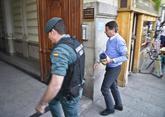 Ignacio González, durante el registro a su despacho en Madrid,...