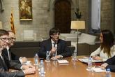Carles Puigdemont, el pasado día 6, al recibir a miembros de la...