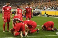 Jugadores de la selección siria celebran su gol ante Australia