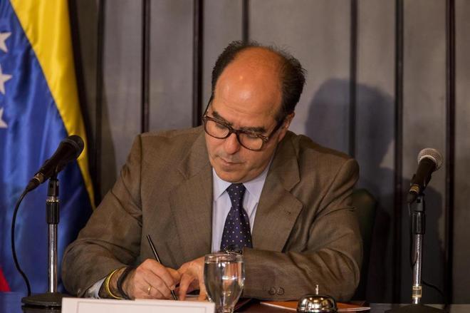 El presidente de la Asamblea Nacional, Julio Borges, asiste una sesión en el Palacio Federal el jueves 24 de agosto de 2017 en Caracas, Venezuela.