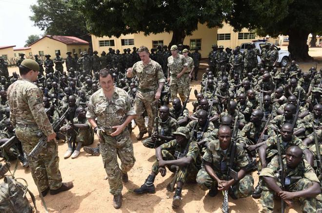 Militares británicos comienzan su entrenamiento a las tropas nigerianas que combaten a Boko Haram en Zaria (Nigeria).