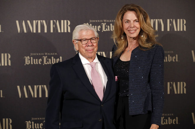 El periodista Carl Bernstein junto a su mujer, Christine Kuehbeck