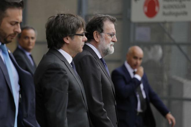El presidente Rajoy con el president Puigdemont en la Misa de Estado por las personas asesinadas en los atentados del 17-A