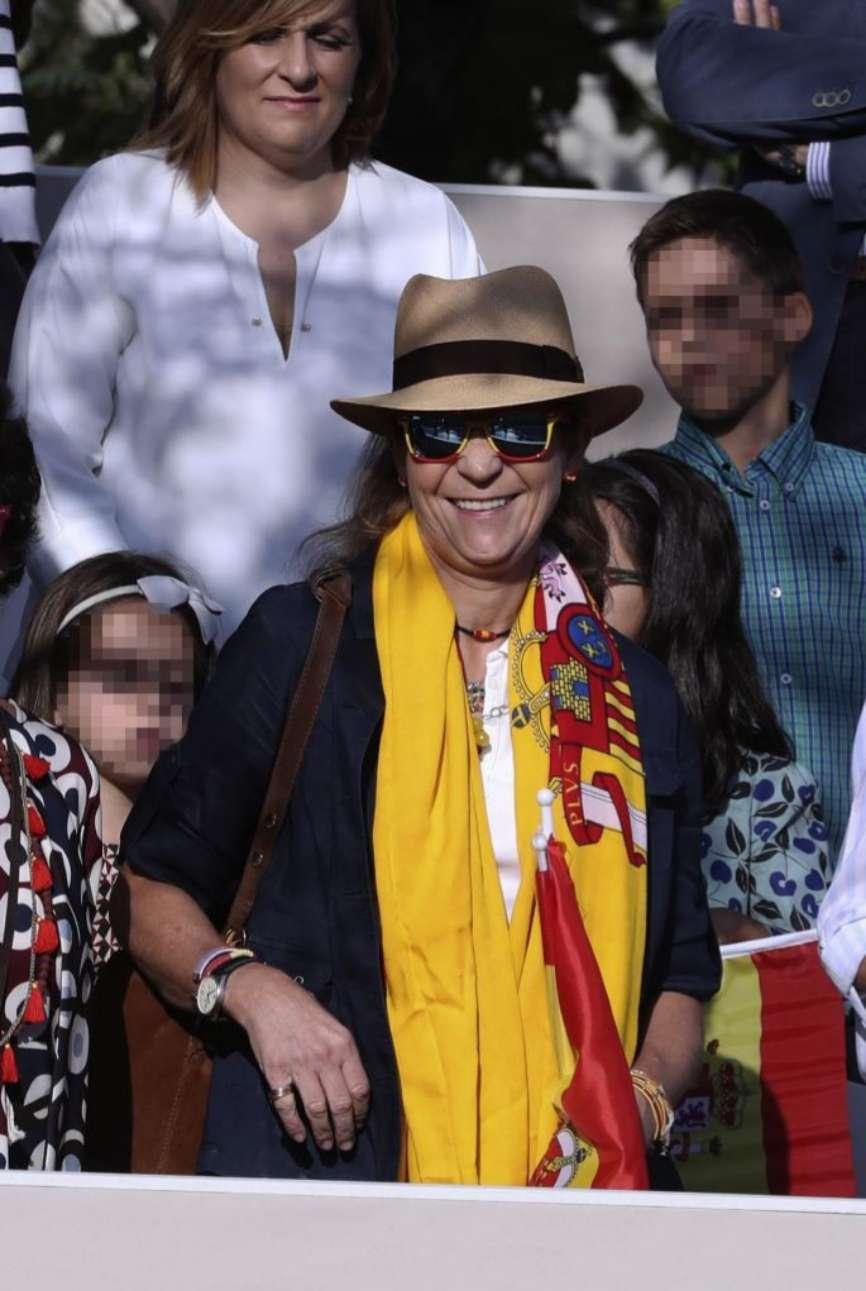 Doña Elena, a su llegada a la Plaza de Lima de Madrid, ataviada con...