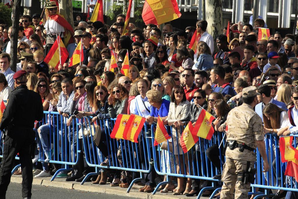 Miles de personas asisten al desfile del Día de la Fiesta Nacional,...