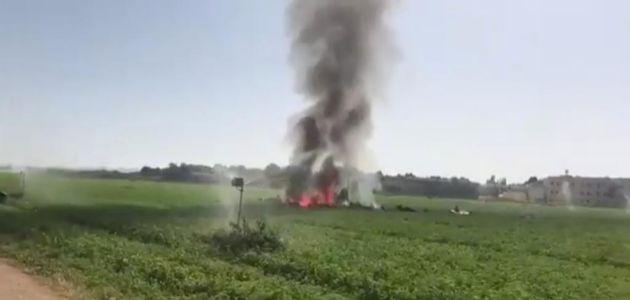 Incendio provocado al estrellarse el avión cerca de la base aérea de...