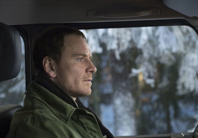 El actor Michael Fassbender (en la foto) interpreta a Harry Hole, uno...