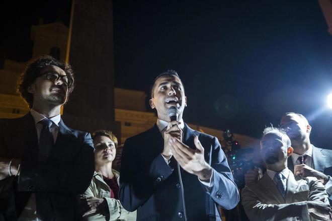 El líder del Movimiento Cinco Estrellas (M5S), Luigi Di Maio, habla durante la protesta del M5E en Roma.