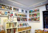Cajas repletas de cómics en la tienda Red Flack.