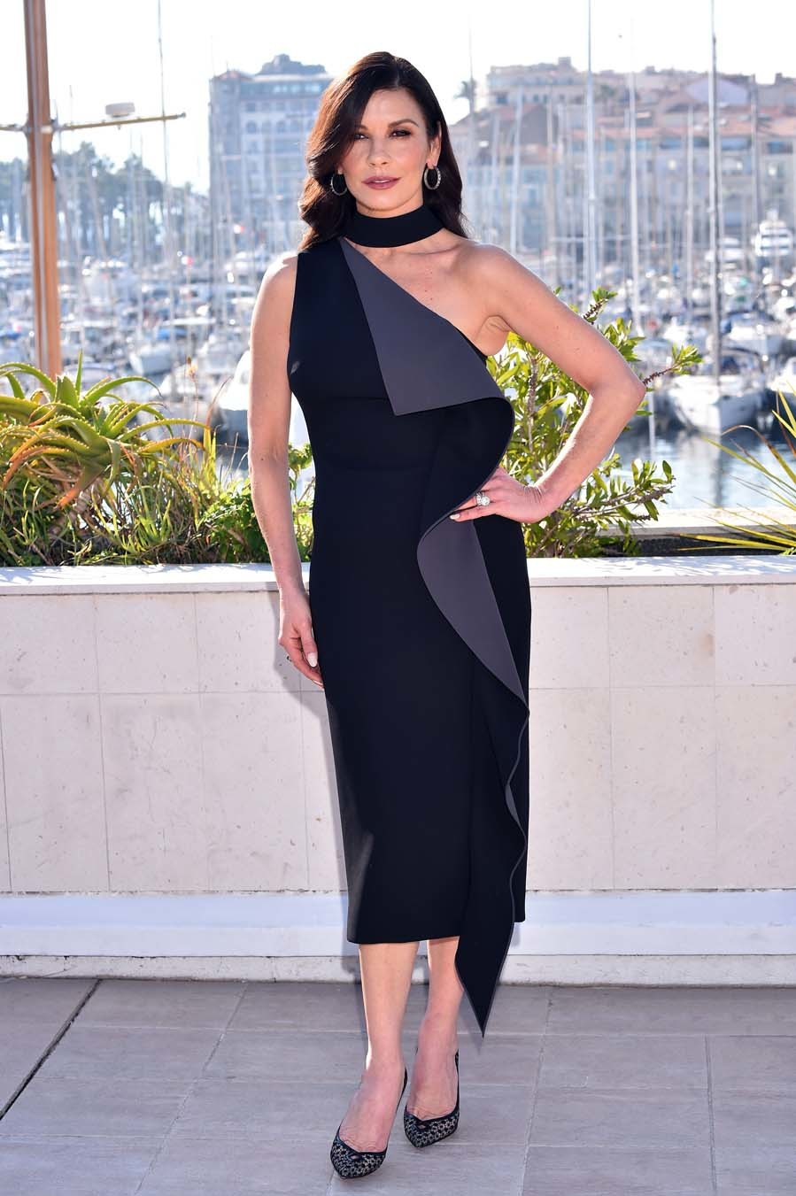 Catherine Zeta-Jones, con un little black dress en Cannes