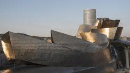 Una enorme flor de titanio llevó a Bilbao del siglo XX al futuro