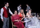 Gloria Muñoz (segunda por la izquierda) vuelve a interpretar esta...