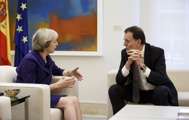 Theresa May y Mariano Rajoy, durante el encuentro mantenido en Moncloa...