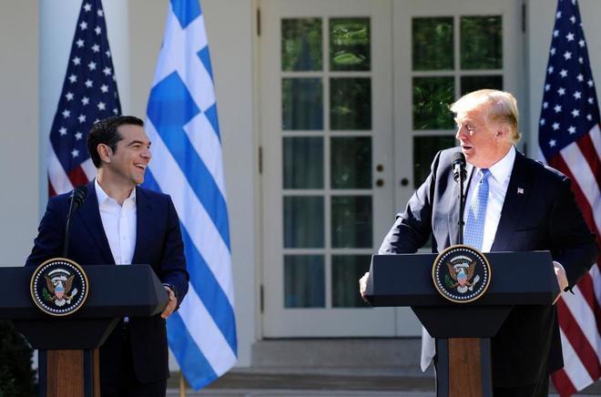 El primer ministro griego Alexis Tsipras junto a Donald Trump.