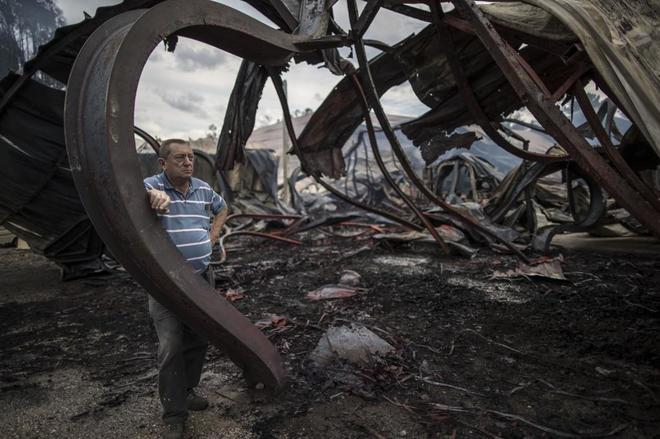 El dueño de un aserradero  arrasado por el fuego en As Neves.