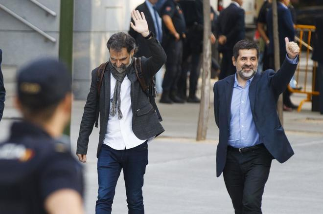 Jordi Sànchez y Jordi Cuixart entran a la Audiencia Nacional para...