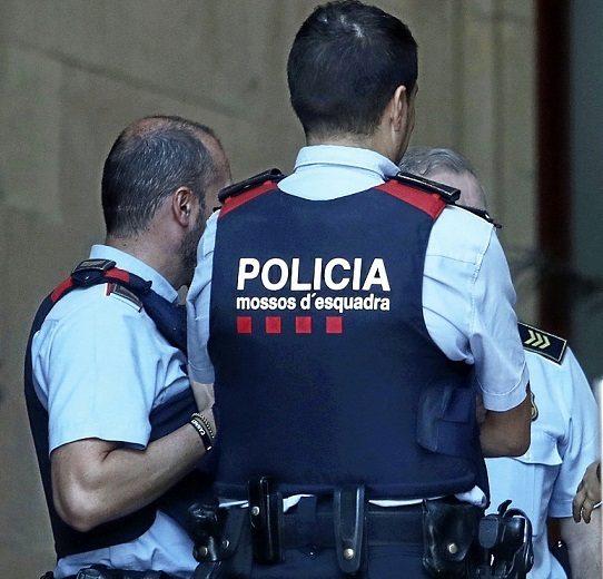 Mossos  frente la sede del Tribunal Superior de Justicia de Cataluña...