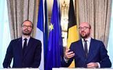 Charles Michel (dcha.), primer ministro belga, junto a su homólogo...