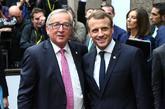 El presidente de la Comisión Europea, Jean-Claude Juncker, saluda al...