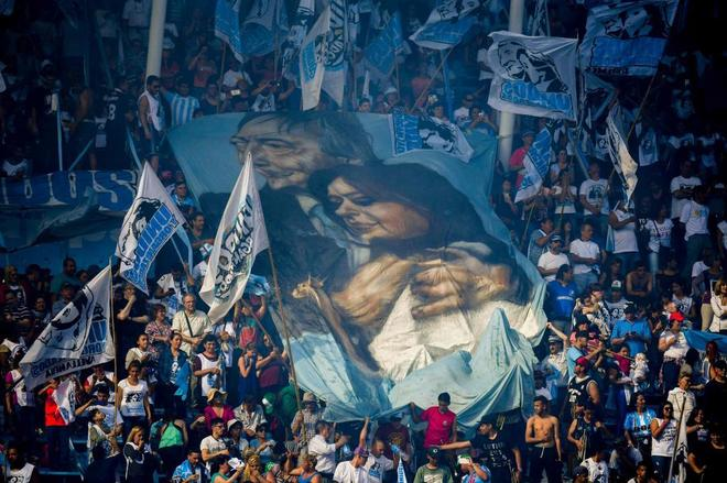 Seguidores de Cristina Fernández de Kirchner  durante un mítin en Avellaneda, Buenos Aires.