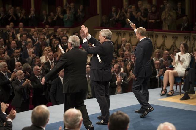 Jean-Claude Juncker, Antonio Tajani y Donald Tusk, tras recibir el...