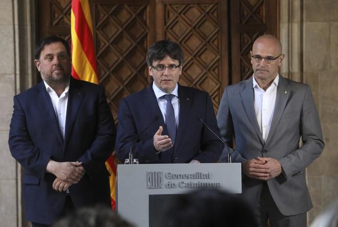 Oriol Junqueras, Carles Puigdemont y Raül Romeva, en una...
