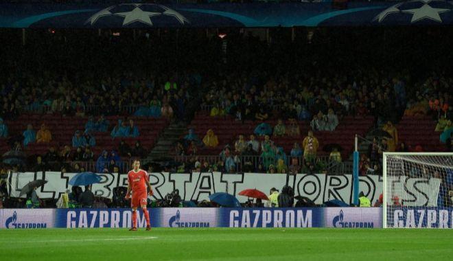 Pancarta en favor de Sànchez y Cuixart, el miércoles en el Camp Nou.