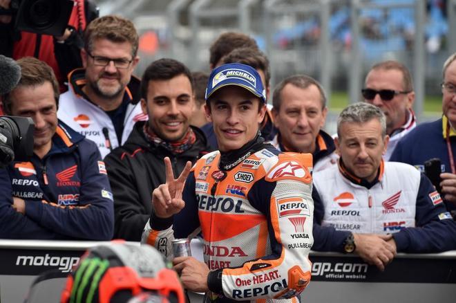 Márquez, pole, y Dovizioso, undécimo: un día para un título