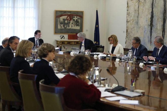 Mariano Rajoy preside la reunión extraordinaria del Consejo de Ministros.