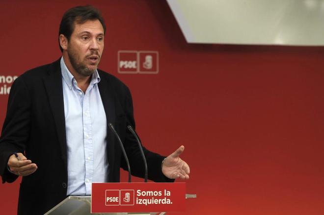 El portavoz de la Ejecutiva del PSOE, Óscar Puente, durante la rueda...