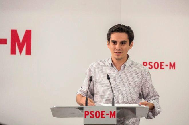 Enrique Rico, ex secretario de Organizacion del PSOE de Madrid, durante una rueda.