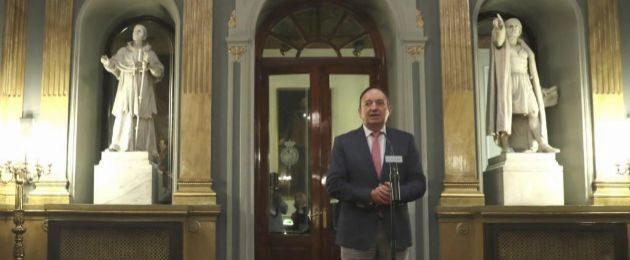 El vicepresidente de la Cámara Alta, Pedro Sanz, hace declaraciones a...