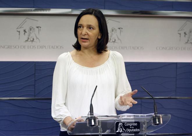 Carolina Bescansa durante una rueda de prensa en el Congreso de los...