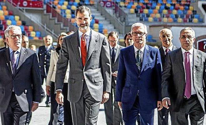Felipe VI y Alejandro Blanco, durante una visita a Tarragona en 2015.