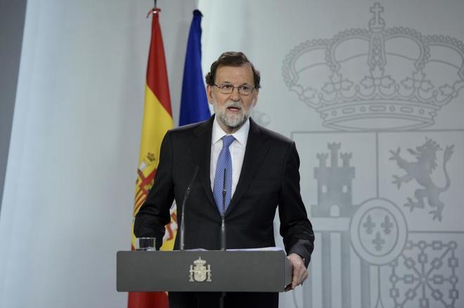 Mariano Rajoy, ayer, durante la declaración institucional para...