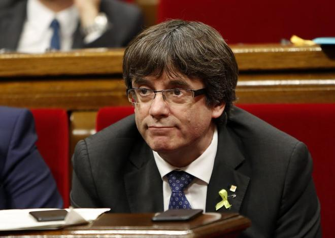 Carles Puigdemont durante el pleno del Parlament.